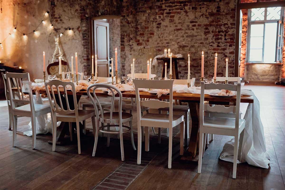 Yes Please Rentals Mietmobiliar Hochzeit weiße vintage Stühle vintage