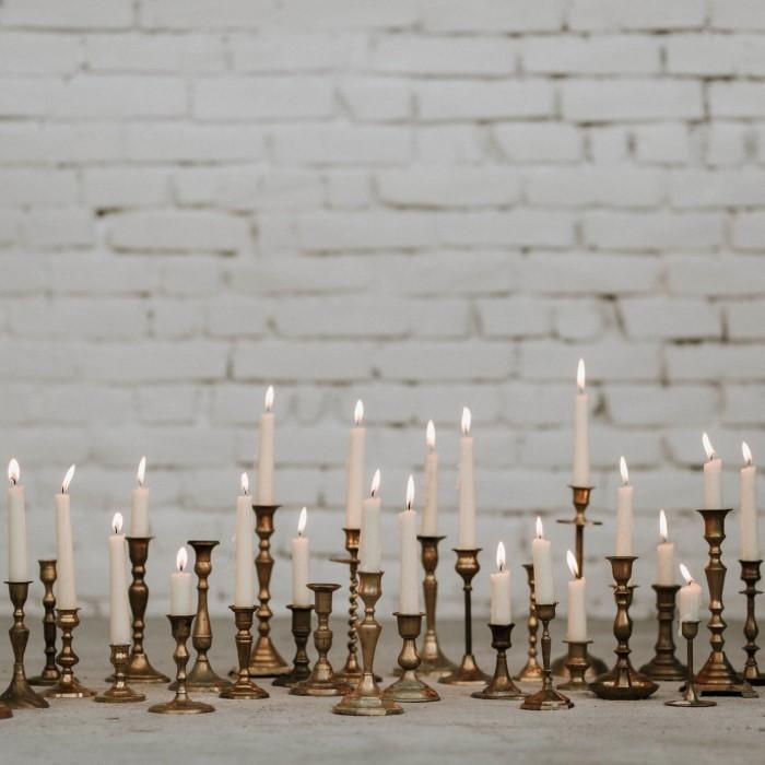 Yes Please Rentals Mietmobiliar Hochzeit weiße vintage Messing kerzenständer