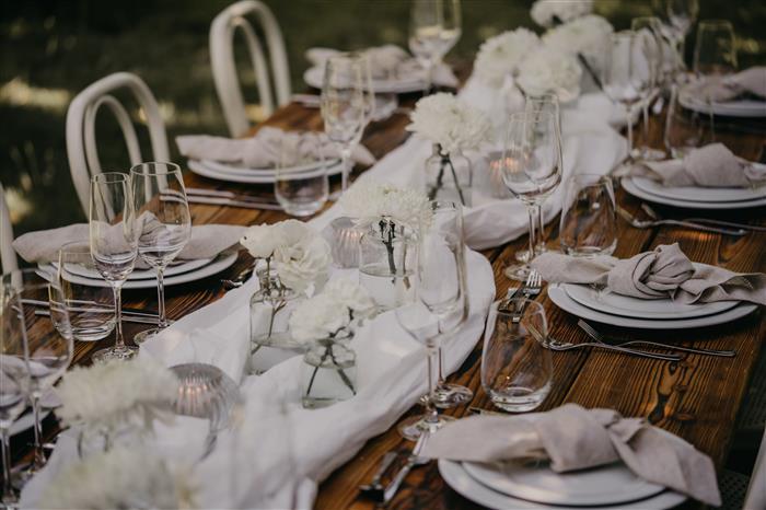 Yes Please Rentals Mobiliar mieten Hochzeit - Gartenparty Paket - White (3)